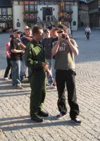 """Michael Machner (mit Kamera) am 07.05.2008 bei Kundgebung der JN Wernigerode in Wernigerode mit T-Shirt vom linken Shop """"Disorder Rebel Store Berlin"""""""